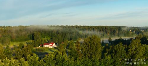 Hommikuvalguses Ööbikuoru Villa