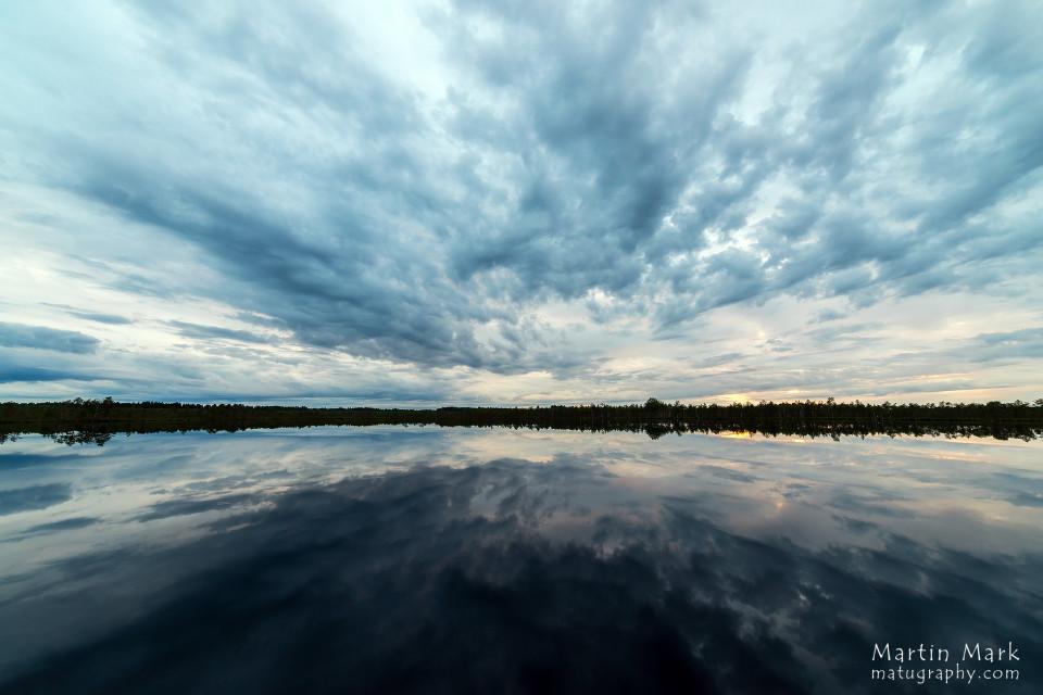 Pilvine päikeseloojang Luhasoos