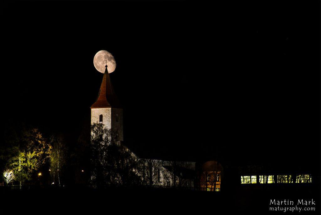 Rõuge kirik ja Kuu