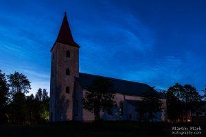 Helkivad ööpilved Rõuge kiriku kohal