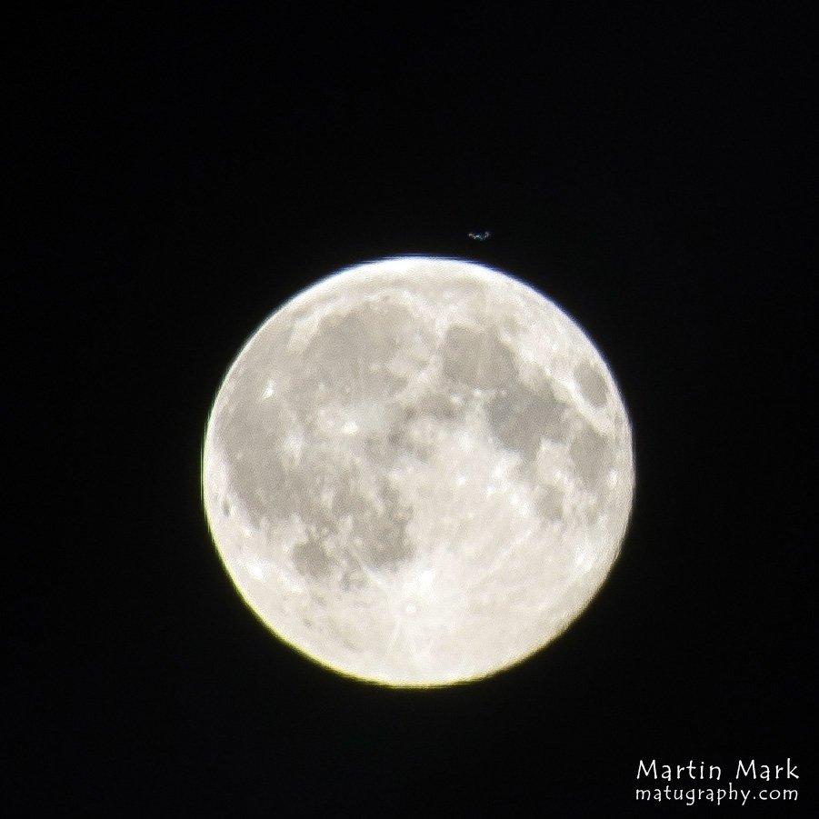 ISS Kuu kohal